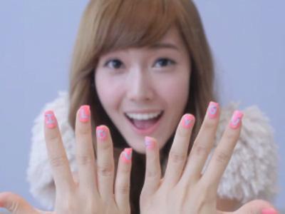 Cantiknya Nail Art Simpel Para Idola K-Pop Ini