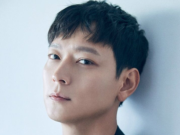 Kang Dong Won Renews His Exclusive Contract With YG