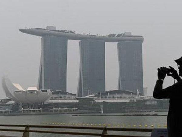 Mirisnya Pemandangan Marina Bay Sands Terkena Kabut Asap Dari Indonesia, Apa Kabar F1 Singapura?