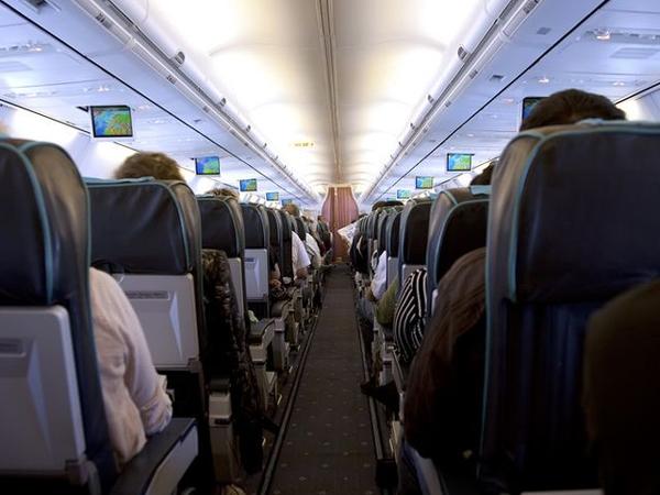 Penerbangan Mulai Dibuka, Studi Temukan Penularan COVID-19 di Pesawat