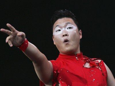Psy Akhirnya Umumkan Single Baru Lewat Siaran Langsung Program Berita