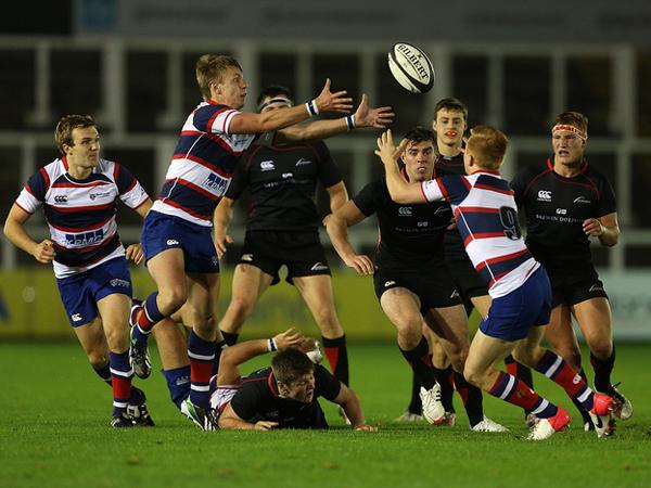 Karena Ulah Suporter Telanjang, Puluhan Pemain Rugby Berkelahi di Lapangan!