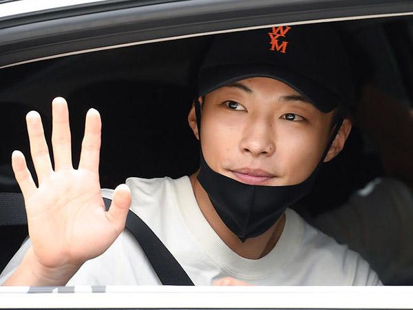 Diantar Fans, Woo Do Hwan Jaga Jarak Sosial Saat Masuk Wajib Militer