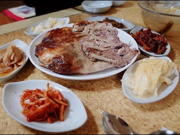 Bingung Cari Makanan Halal Saat ke Korea Selatan? Restoran Daging Bebek Ini Bisa Jadi Rekomendasinya