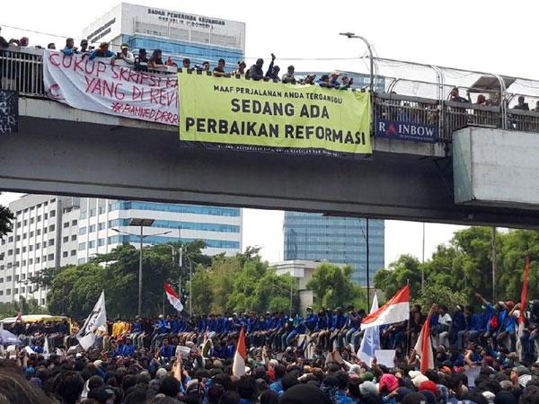 Ancaman Mahasiswa Lumpuhkan Ibu Kota yang Mulai Masuk dan Boikot Tol Dalam Kota!