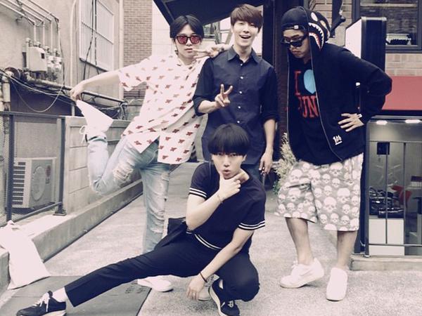 Donghae Super Junior Berikan Semangat Untuk Yesung Saat Berangkat ke Jakarta