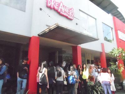 Fans Eru Penuhi Dreamersradio Cafe