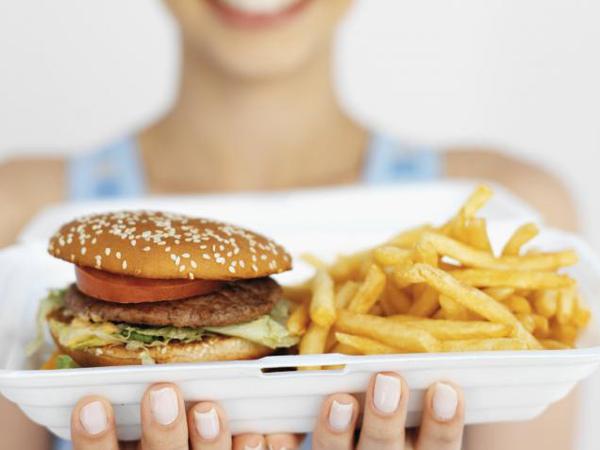 Kurangi Konsumsi Fast Food Jika Tak Ingin Nilai Pelajaran Turun!