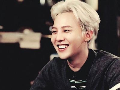 Ketika G-Dragon Habiskan Waktu Luangnya di Pusat Permainan