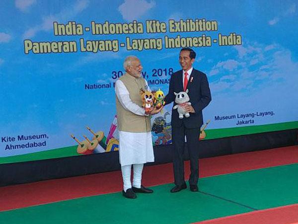 Mesranya Presiden Jokowi Jadi 'Anak Layangan' Bareng Perdana Menteri India di Monas