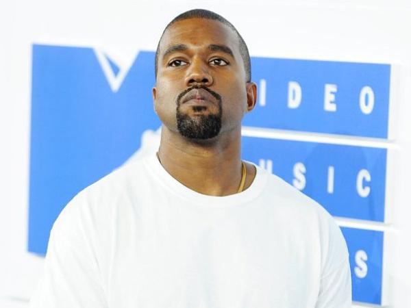 Fashion Show Yeezy Alami 'Bencana', Kanye West Pecat Puluhan Pegawainya!