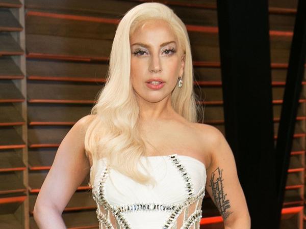 Lady Gaga Lebih Senang Manggung Hanya dengan Kenakan Pakaian Dalam?