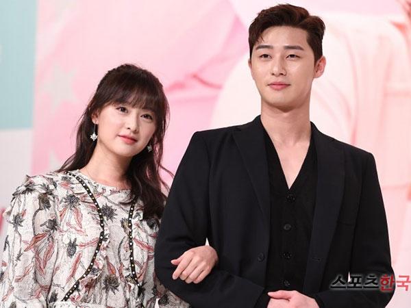 Tanggapi Rumor Pacaran dengan Kim Ji Won, Park Seo Joon: Dia Sangat Luar Biasa