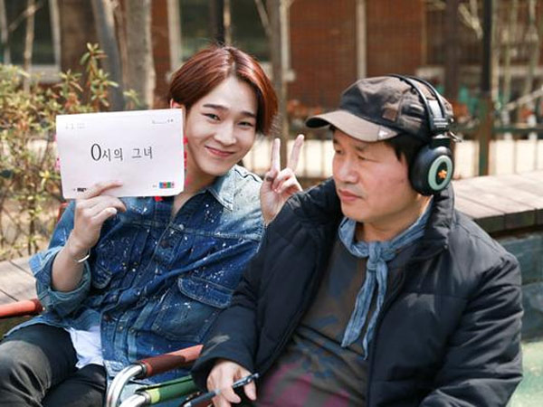 Taehyun WINNER Tunjukkan Keceriaan di Balik Layar Syuting Drama 'Midnight's Girl'