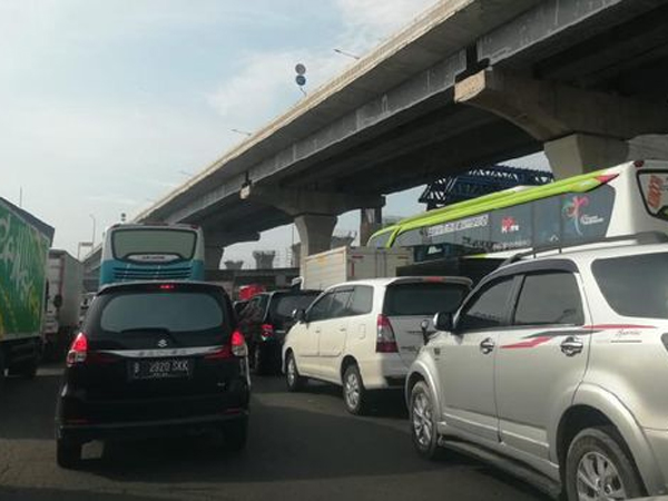 Melihat Suasana Tol Jakarta Kini yang 'Mengusir' Pengendara Mau Mudik