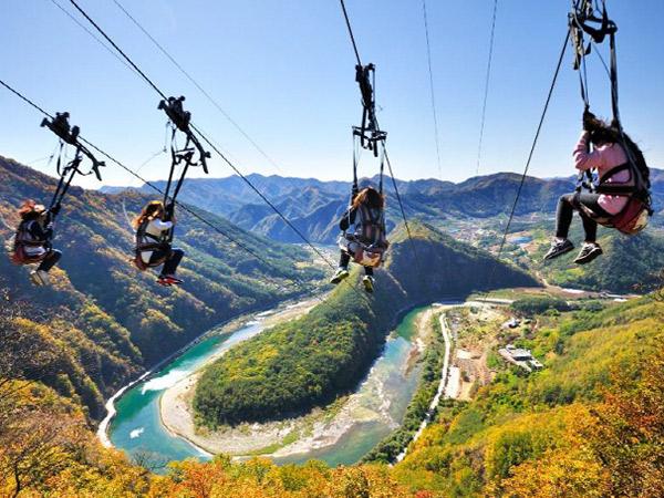 Wisata Menyegarkan Sekaligus Picu Adrenalin di Byeongbangchi Skywalk