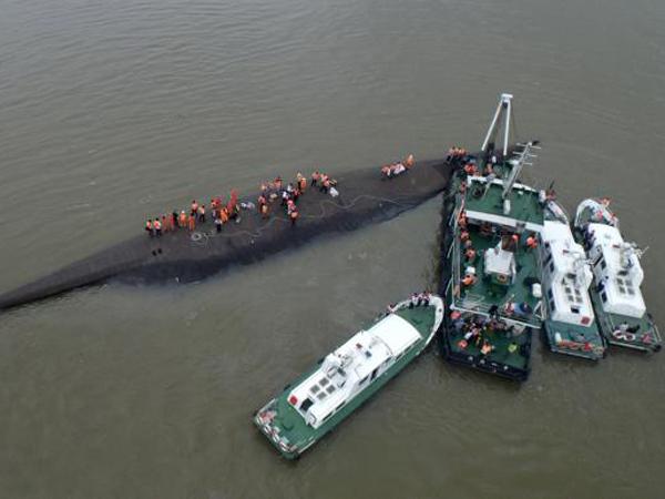 Kapal Terbalik di Cina Tewaskan Puluhan Orang dan Ratusan Lainnya Hilang