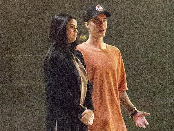Jalan Bareng, Justin Bieber Gelar 'Konser' Sederhana untuk Selena Gomez