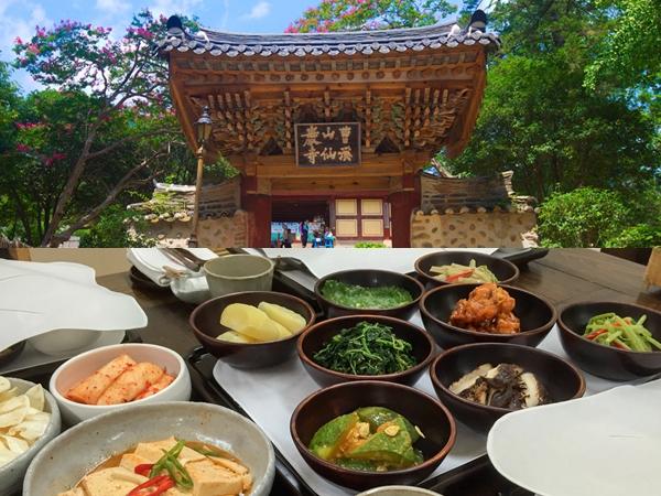 Menikmati Keindahan Alam dan Makanan Kuil yang Sedang Digemari