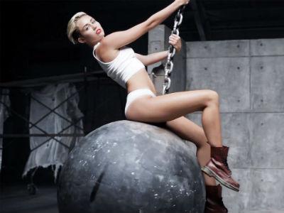 Video Musik 'Wrecking Ball' Miley Cyrus Jadi yang Terbanyak Ditonton di Tahun 2013!
