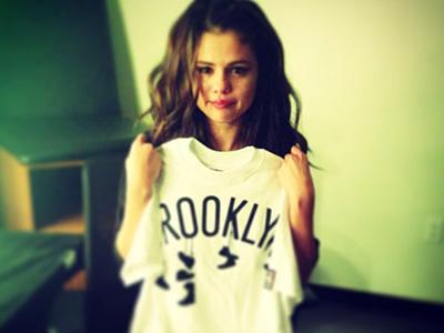 Lho, Selena Gomez Menangis Usai Konsernya?