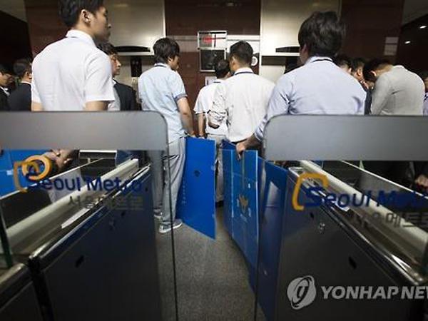 Pria 19 Tahun Tewas Saat Bekerja, 100 Polisi Gerebek Kantor Pusat Subway di Seoul