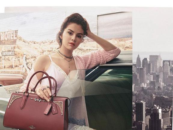 Kolaborasi Fashion Coach yang Ternyata Dirancang oleh Selena Gomez Sendiri