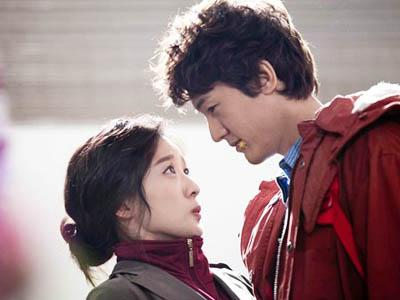 Lee Ki Woo dan Lee Chung Ah 'Flower Boys Ramyun Shop' Pacaran!