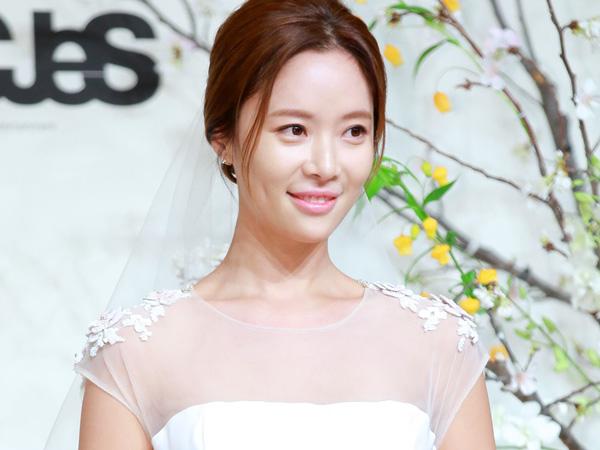 Selamat! Hwang Jung Eum Resmi Menikah dengan Kekasih Pro-Golfernya!