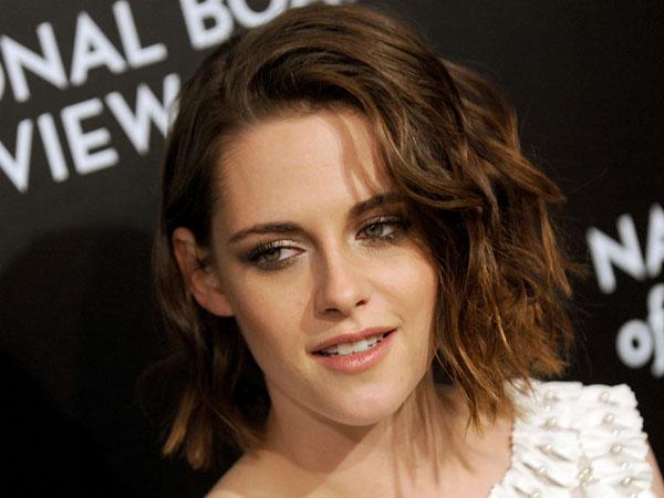 Ditinggal Tunangan Oleh Robert Pattinson, Benarkah Kristen Stewart Sampai Ingin Ganti Kelamin?