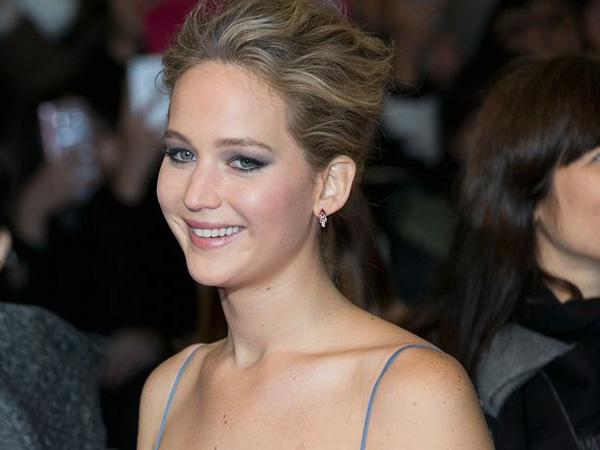 Promosi Film 'Passengers' di Korea, Intip Cantiknya Gaun Jennifer Lawrence