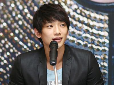 Rain Resmi Gabung dengan Sub Agensi Cube Entertainment!