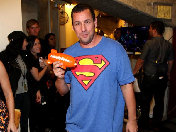 Wow, Adam Sandler Aktor Bayaran Tertinggi Tahun 2014?