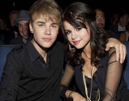 Selena-Bieber Bantah Kabar  Bertunangan