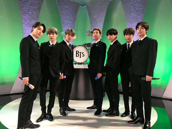 BTS Tampil a La The Beatles di Panggung 'The Late Show with Stephen Colbert'