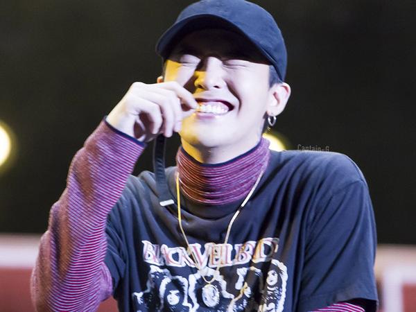 Dapat Ciuman Tak Terduga dari Fans, Ini Reaksi Lucu G-Dragon