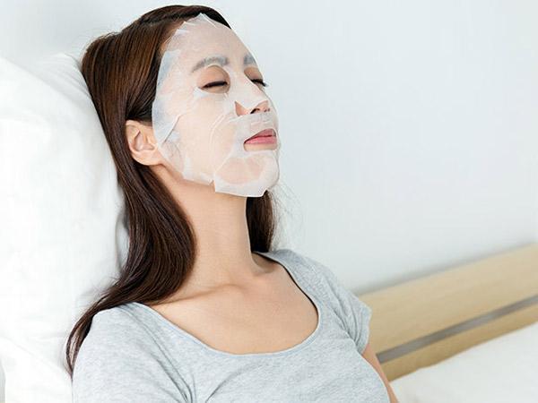 Cara Pakai Sheet Mask untuk Manfaat Ganda yang Perlu Kamu Tahu