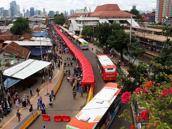 Bolehkan PKL Berualan di Jalan Raya, Sandi: Jalan di Tanah Abang Tidak Ditutup Tapi Direkayasa