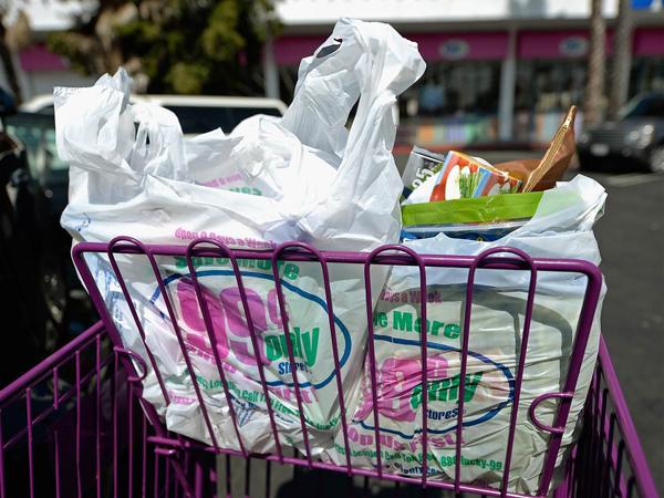 Mulai Februari, Kantong Plastik di Supermarket Tak Lagi Gratis