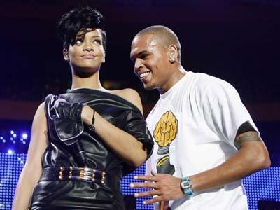 Wah Rihanna-Chris Brown Kepergok Ciuman