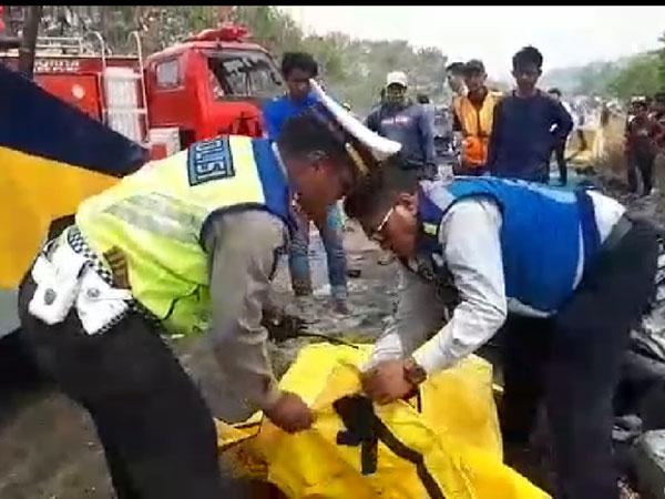 Ada Korban dan Banyak Mobil Terlempar, Ini Update Terbaru Kecelakaan Beruntun Tol Cipularang
