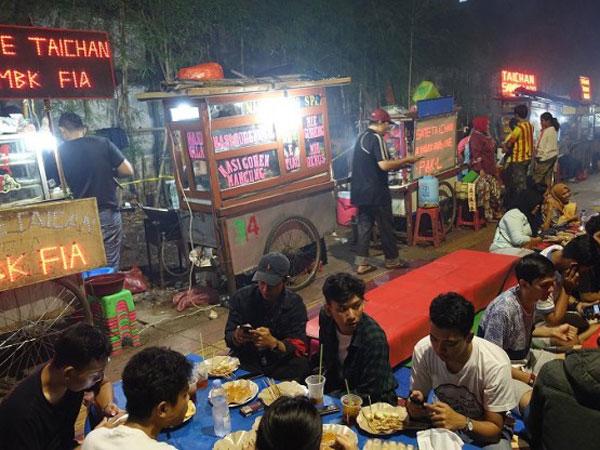 Mandat Sandiaga, Kemana Pedagang Sate Taichan Direlokasi Demi Lancarnya Asian Games 2018?