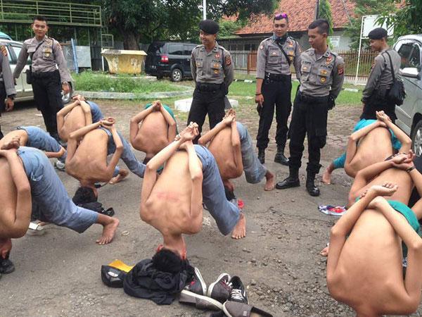 'Sikap Tobat', Cara Kocak Polisi Cirebon Hukum Pelajar Tawuran