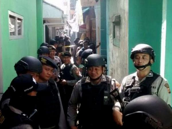 Bersenjata Lengkap, Polisi Geledah Rumah Terduga Teroris Bom Bandung