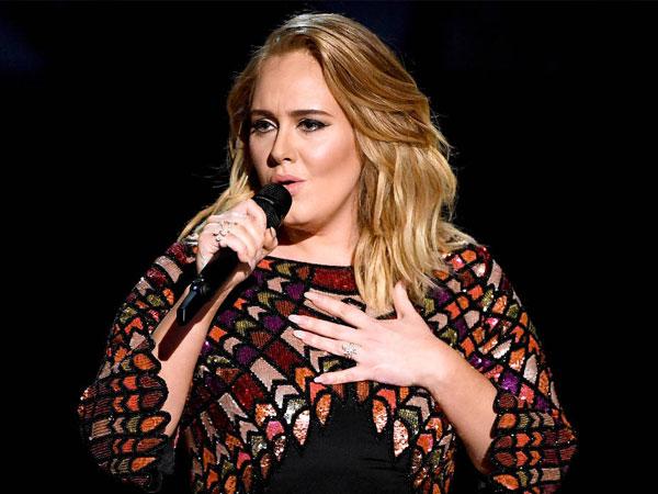 Gara-gara Petugas Keamanan, Adele Hentikan Konsernya di Melbourne