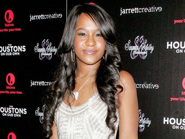 Putri Mendiang Whitney Houston Ditemukan Tidak Sadarkan Diri di Dalam Bathtub