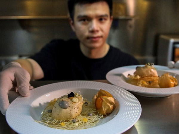 Di Thailand, Bulu Ayam Diolah Jadi Makanan Bergizi
