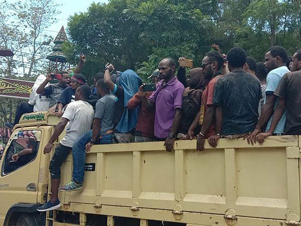 Makan Satu Korban, Polisi yang Tewas di Unjuk Rasa Papua Dibacok Ketika Tengah Istirahat?