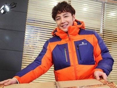 Jang Geun Suk Hadiahi Berbagai Macam Barang Pada Staff 'Pretty Man'
