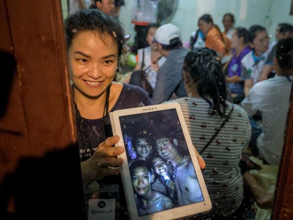 Ekspresi Bahagia Anak-anak Thailand yang Terjebak di Gua Meski Belum Dapat Diselamatkan